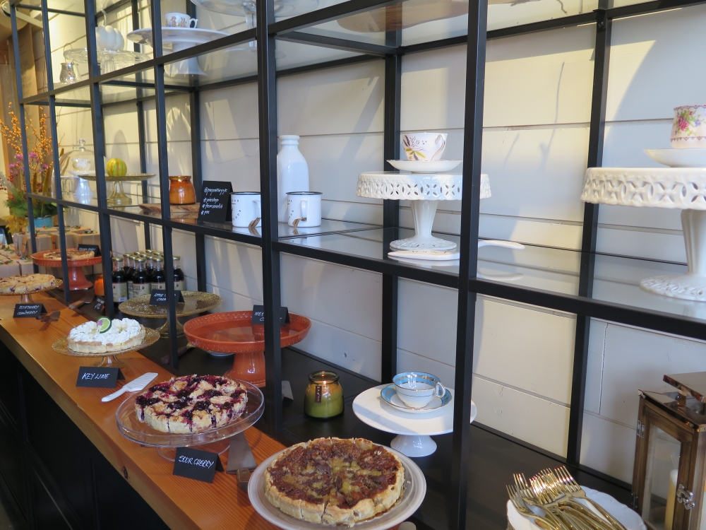 Hungry in Calgary | Pie Prosecco Vignette